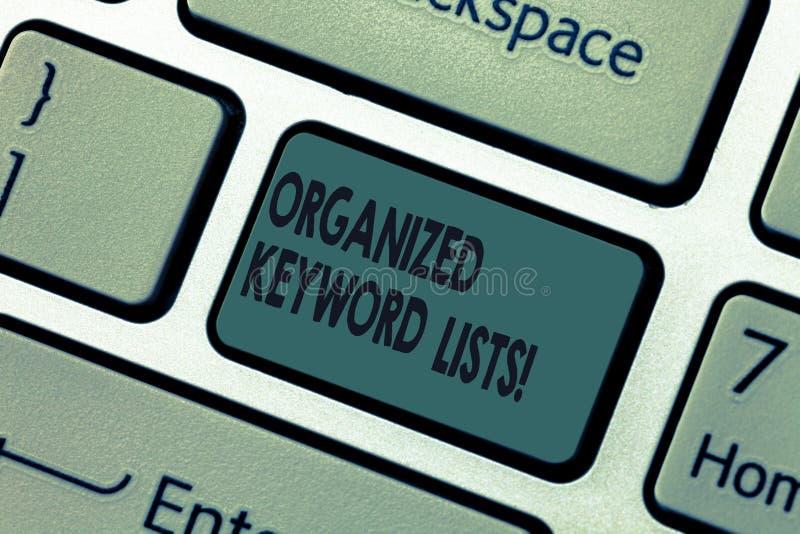 Handwriting słowa kluczowego tekst Organizować listy Pojęcia znaczenie Bierze listę słowa kluczowe i umieszcza one w grupa Klawia obrazy royalty free