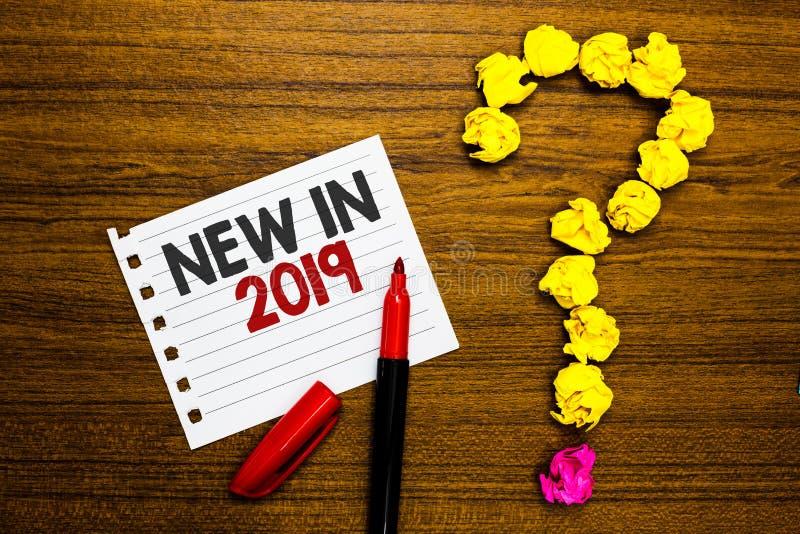 Handwriting tekst Nowy W 2019 Pojęcia znaczenia lista świeże rzeczy dostać wprowadzony tego roku lub następny Papierowy markier m zdjęcie stock