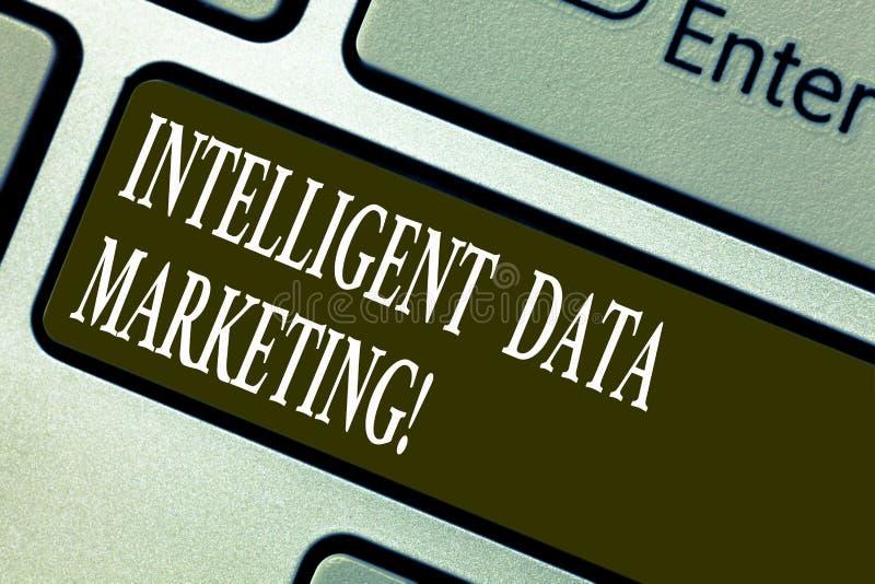 Handwriting tekst pisze Inteligentnym dane marketingu Pojęcia znaczenia informacja istotna celu konto s jest royalty ilustracja