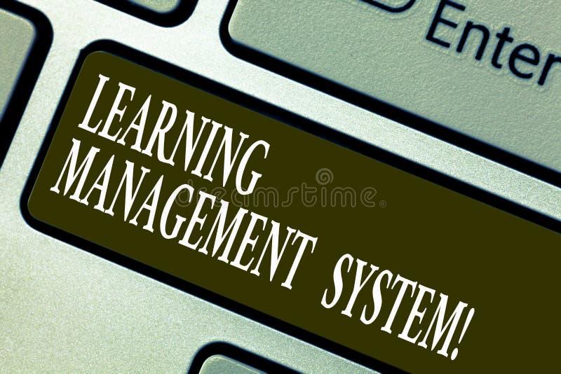 Handwriting tekst pisze uczenie system zarządzania Pojęcia znaczenia oprogramowania zastosowanie który używa zarządzać fotografia royalty free