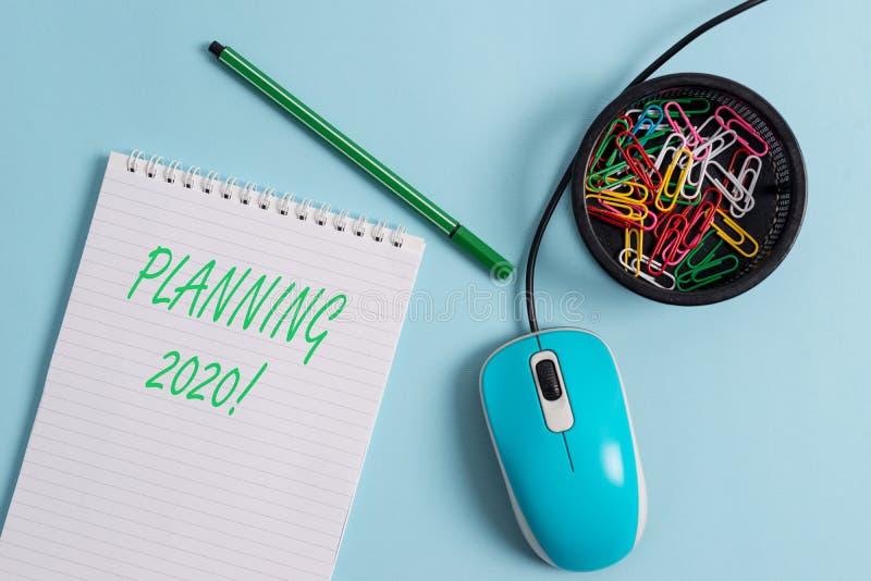Handwriting tekst Planuje 2020 Poj?cia znaczenia proces robi? planom dla co? w przesz?ym roku zdjęcia stock