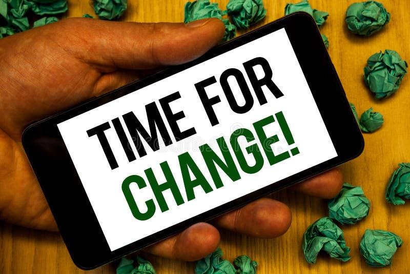 Handwriting teksta czas Dla zmiany Motywacyjnego wezwania Pojęcia znaczenia przemiana R Ulepsza transformatę Rozwija ręki mienia  zdjęcia royalty free