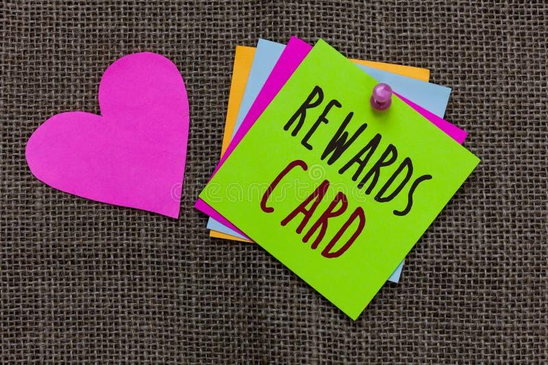 Handwriting teksta nagród karta Pojęcia znaczenia pomoc zarabia gotówkowe punkt mily od codziennych zakupów bodzów papieru notate obraz stock