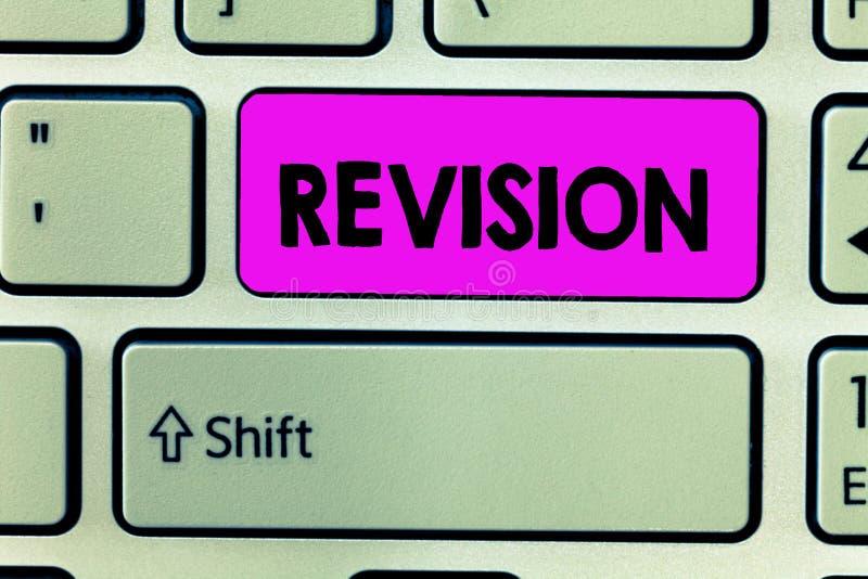 Handwriting teksta przegląd Pojęcie znaczenie rewidująca forma lub wydanie coś akcja rewidować korekcję zdjęcia stock