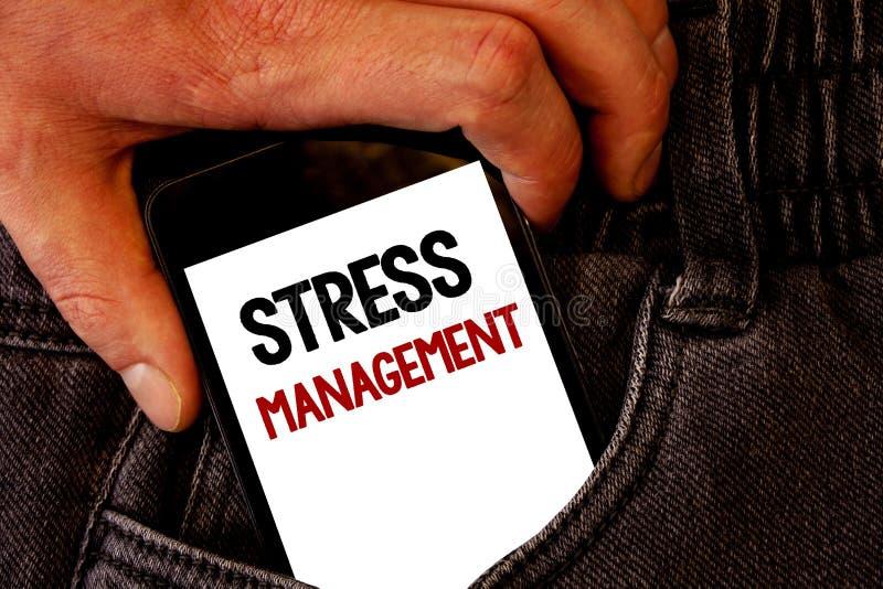 Handwriting teksta stresu zarządzanie Pojęcia znaczenia medytaci terapii relaksu Positivity opieki zdrowotnej Brown cajgi popiera obraz stock