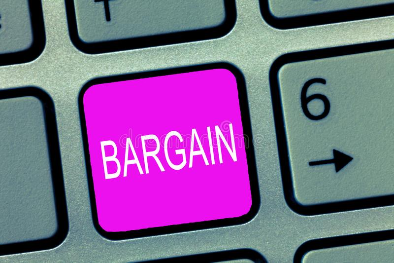 Handwriting teksta tranzakcja Pojęcia znaczenie Negocjuje warunki transakcja pyta dla rabata zdjęcia stock