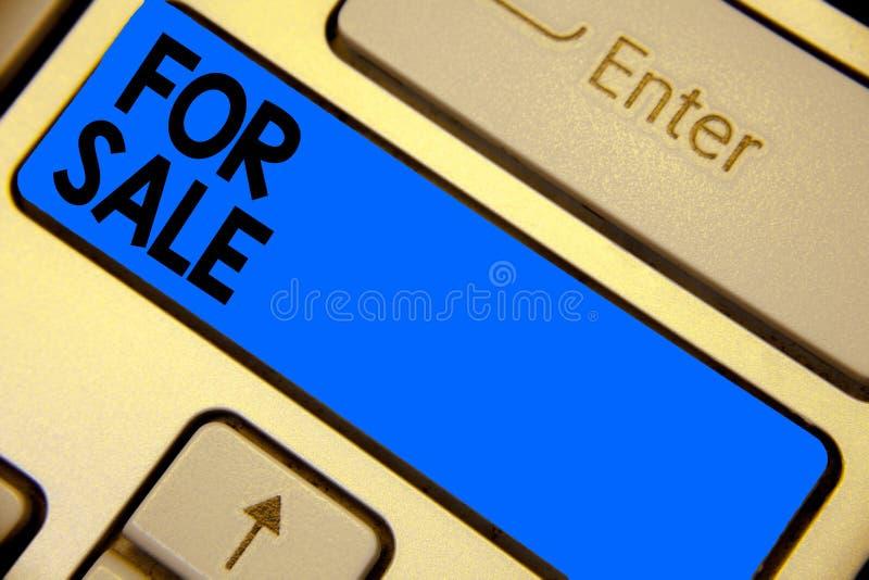 Handwriting teksta writing Dla sprzedaży Pojęcia znaczenia kładzenia własności domu pojazd dostępny kupującym inny Klawiaturowy b obrazy stock