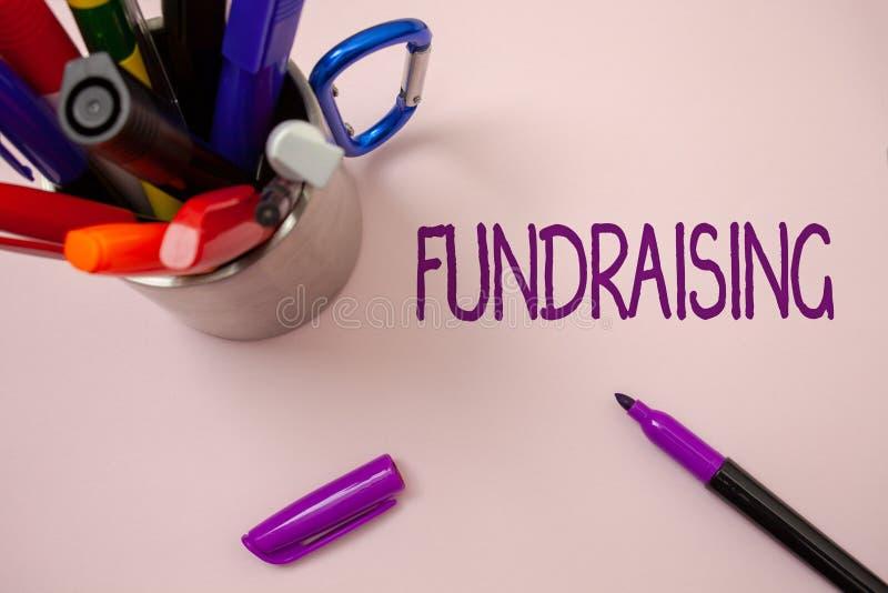 Handwriting teksta writing Gromadzić fundusze Pojęcia znaczenia Szukać wsparcie finansowe dla dobroczynności przyczyny lub przeds zdjęcia stock