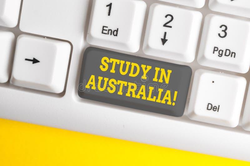 Handwriting teksta writing nauka W Australia Poj?cia znaczenie i?? w obcego kraju rozkazu zupe?nego tw?j studia fotografia royalty free