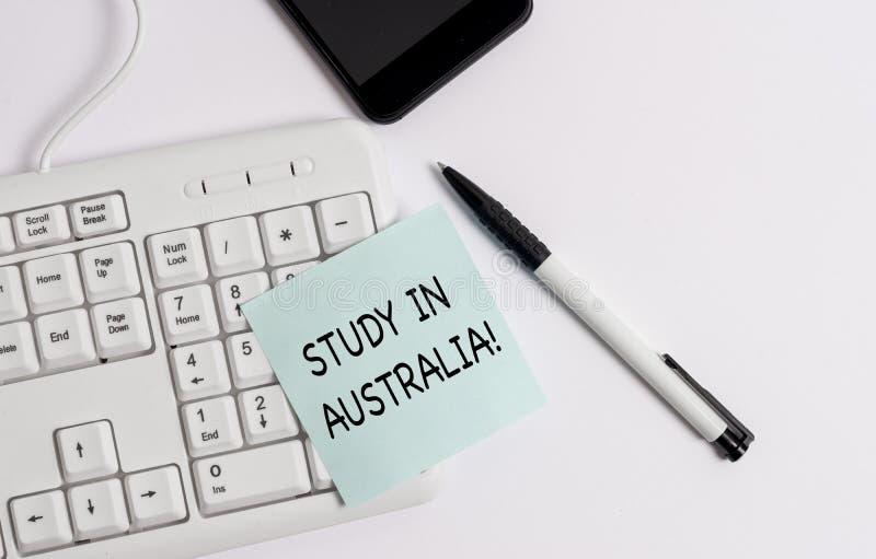 Handwriting teksta writing nauka W Australia Poj?cia znaczenie i?? w obcego kraju rozkazu zupe?nego tw?j studia obrazy stock