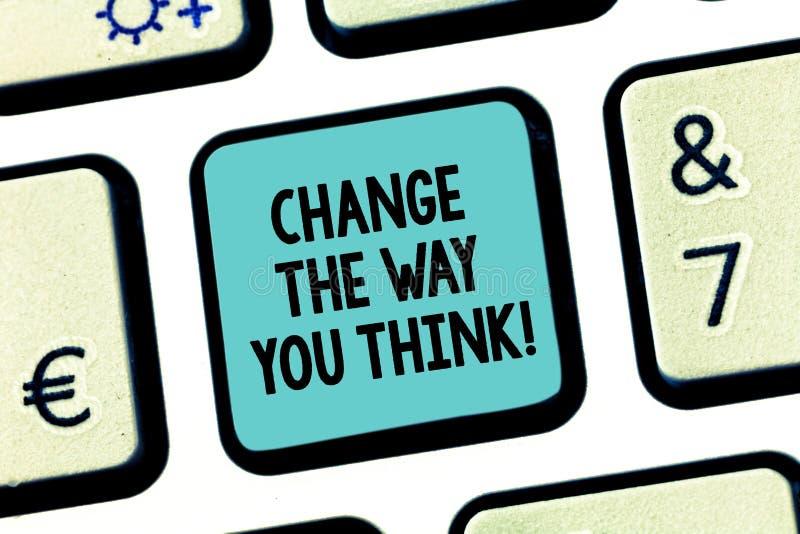 Handwriting teksta zmiana sposób Ty Myśleć Pojęcia znaczenie Zmienia twój pomysły wyobraźnię ulepszać Klawiaturowego klucz obrazy stock