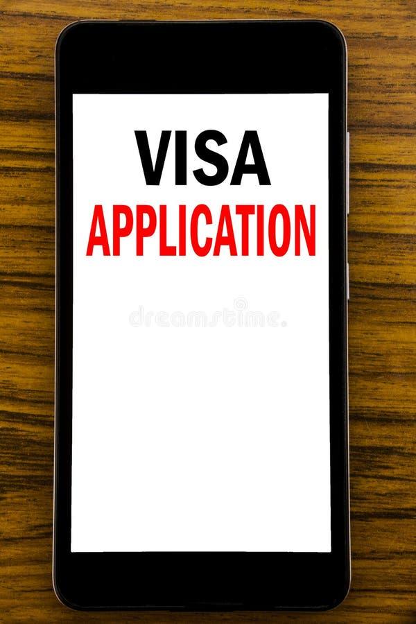 Handwriting zawiadomienia tekst pokazuje wniosek wizowego Biznesowy pojęcie dla paszporta Stosuje Pisze na telefonu komórkowego t obraz stock