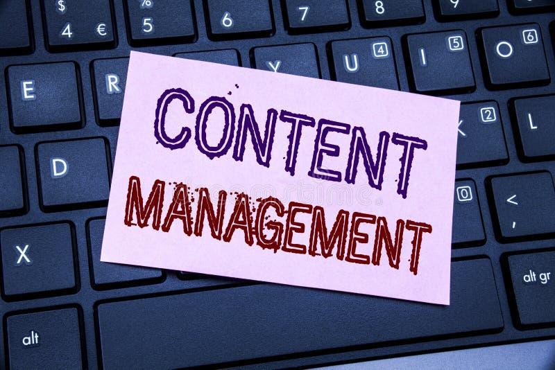 Handwriting zawiadomienia teksta seansu zawartości zarządzanie Biznesowy pojęcie dla Cms Online strony internetowej pisać na klei fotografia royalty free
