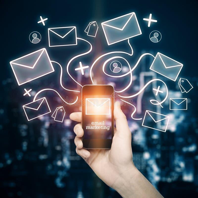 Handy mit E-Mail-Netz stockfotos