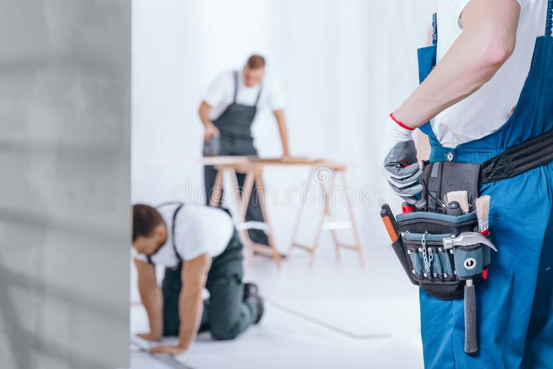Handyman με τη ζώνη εργαλείων στοκ εικόνες με δικαίωμα ελεύθερης χρήσης