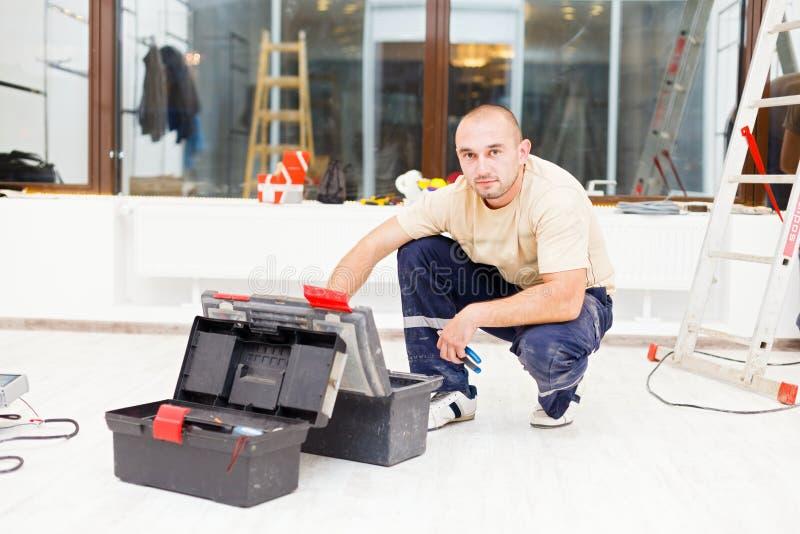 Handyman με το κιβώτιο εργαλείων στοκ φωτογραφίες