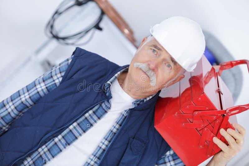 Handyman που προετοιμάζεται για οποιαδήποτε πιθανότητα στοκ εικόνα