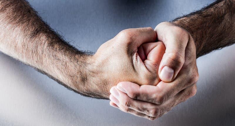 Handzeichen für Symbol des Mutes, der Energie, des Verbands oder der Ungeduld stockbild