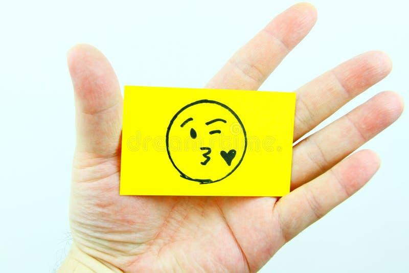Handzeichnung emoji mit Emoticongesicht stockbild