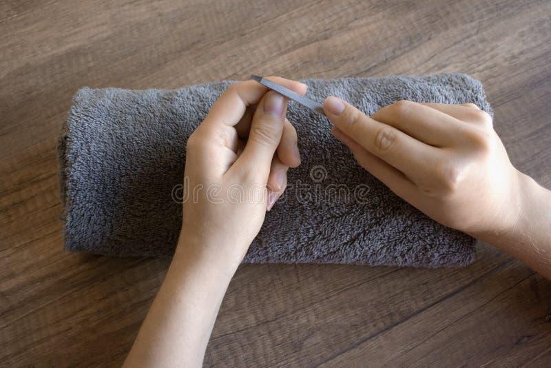 Handzorg, volkshandzorg manicure Kuuroordprocedure voor handen Schoonheid en kuuroordconcept stock foto