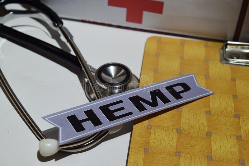 Hanf auf dem Druckpapier mit medizinischem und Gesundheitswesen-Konzept stockbilder