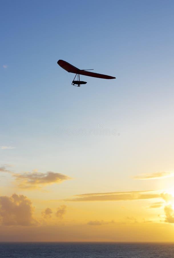 Hang Glider al tramonto fotografia stock