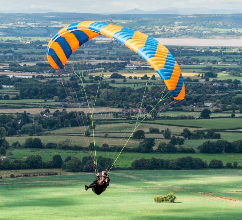 Hang Glider, crête de Coaley, Gloucestershire, Royaume-Uni photo libre de droits