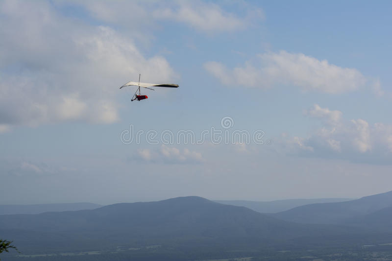 Hang Glider Over Ouachita Mountains royalty-vrije stock foto's