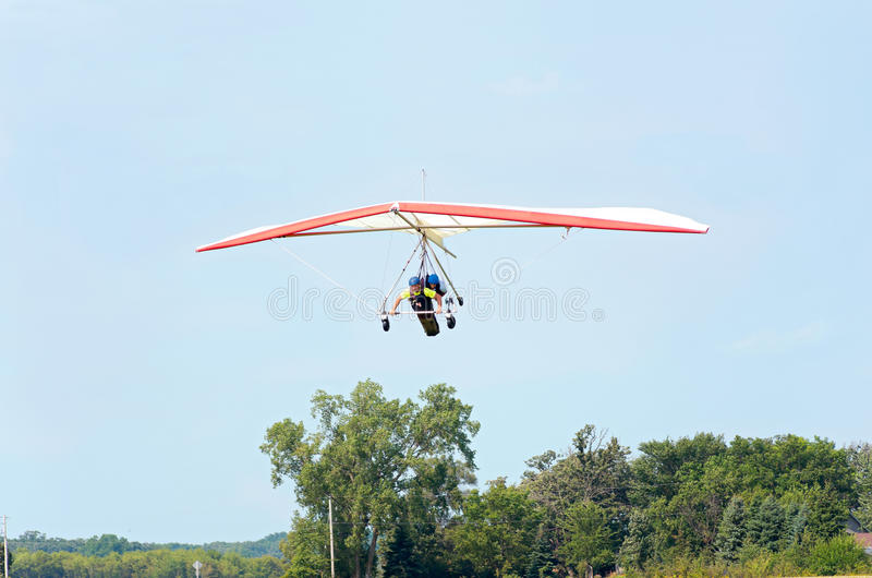 Hang Gliders Flying Above Airstrip immagine stock