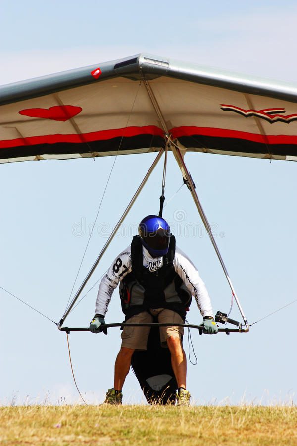 Download Hang Gliding Competitions In Italy Editorial Stock Image - Image of dynamics, meadow: 15797929