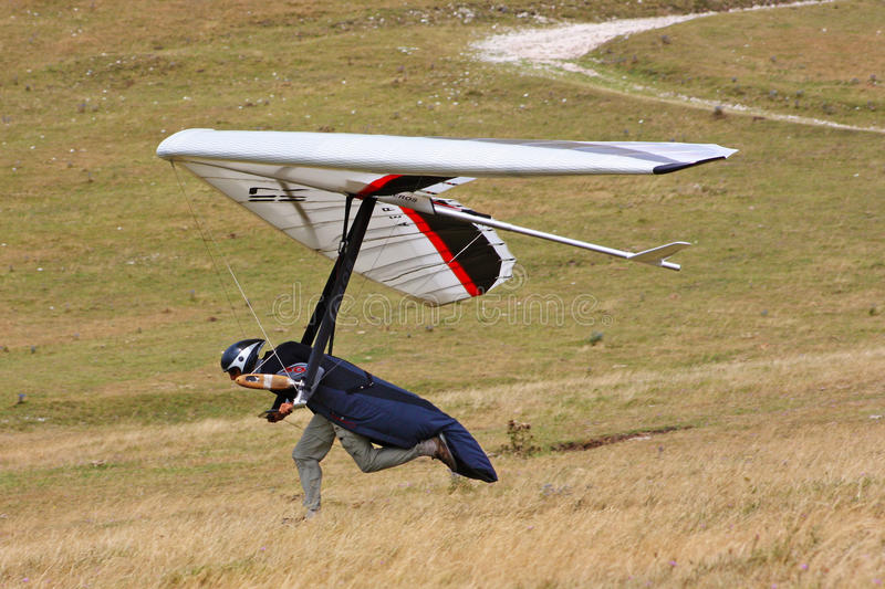 Download Hang Gliding In Monte Cucco Editorial Stock Image - Image: 15796189