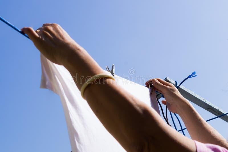 Hang te drogen kleren royalty-vrije stock afbeelding