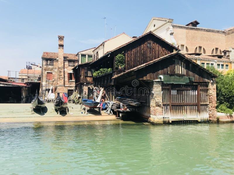 Hangar à bateaux à Venise Italie photographie stock