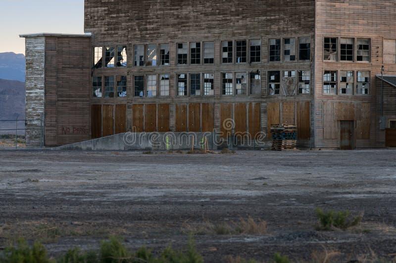 Hangar abandonné de base aérienne image libre de droits