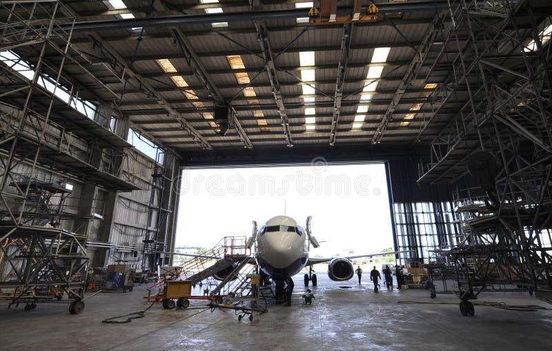 Hangar aeroespacial interno imagens de stock