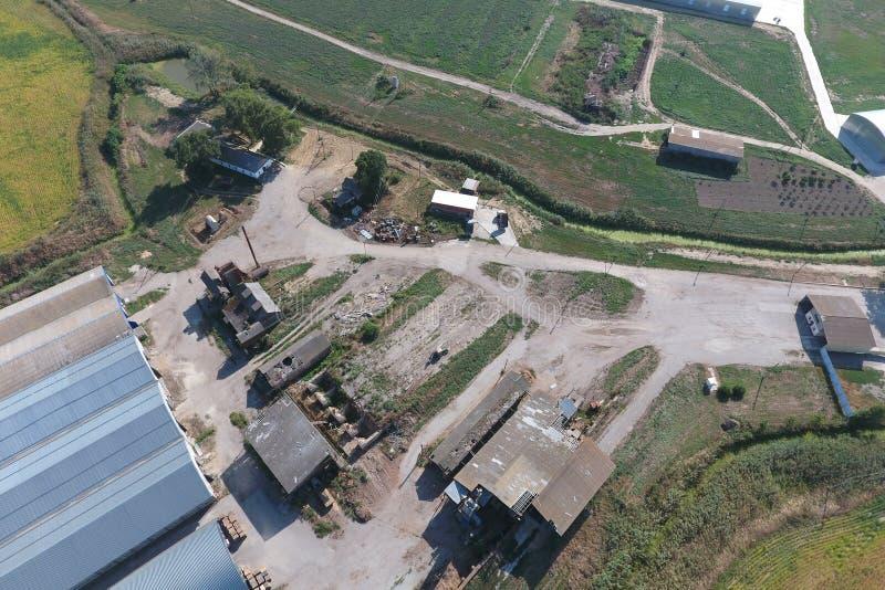 Hangar de folhas de metal galvanizadas para o armazenamento dos produtos agrícolas foto de stock royalty free