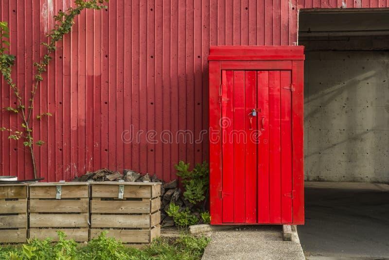 Hangar de rouge images stock