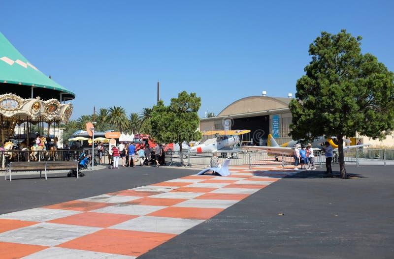 Hangar i Carousle podczas Irvine globalnej wioski zdjęcia royalty free