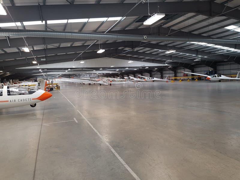 Hangar mycket av RAFAC-glidflygplan arkivbild