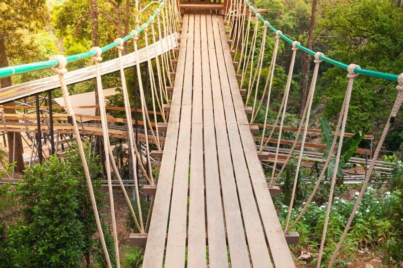 Hangbrug, gang aan avontuurlijk stock foto's