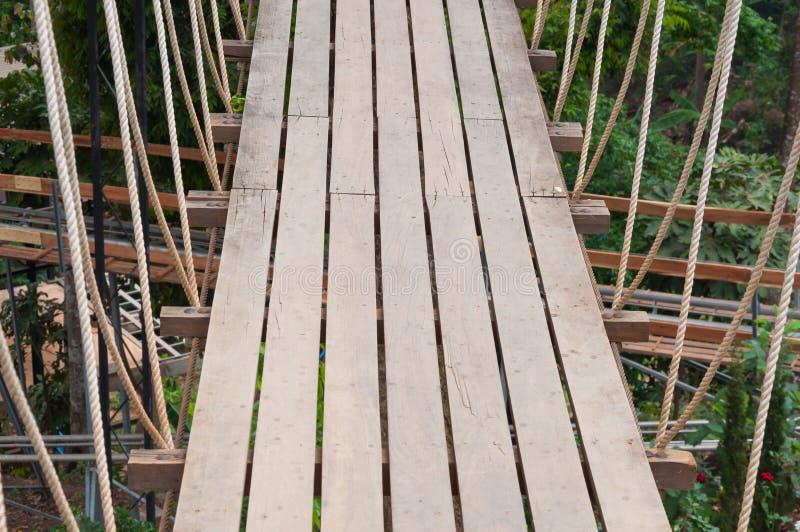 Hangbrug, gang aan avontuurlijk royalty-vrije stock foto's