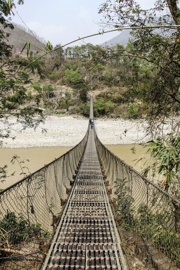 Hangbrug Himalayagebergte Nepal stock foto