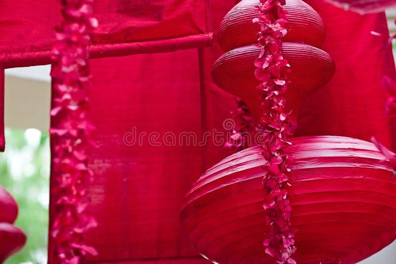 Download Hangend Rood Aziatisch Lantaarns En Decor Stock Foto - Afbeelding bestaande uit china, sier: 54087460