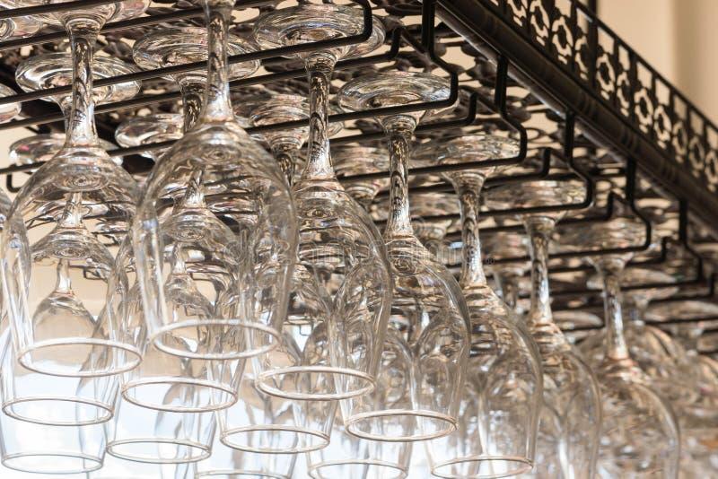 Hangende glazen in licht royalty-vrije stock foto's