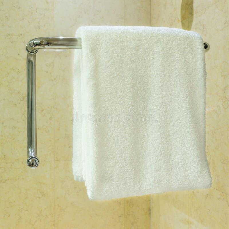 Download Hangende Handdoek stock afbeelding. Afbeelding bestaande uit hotel - 54082497