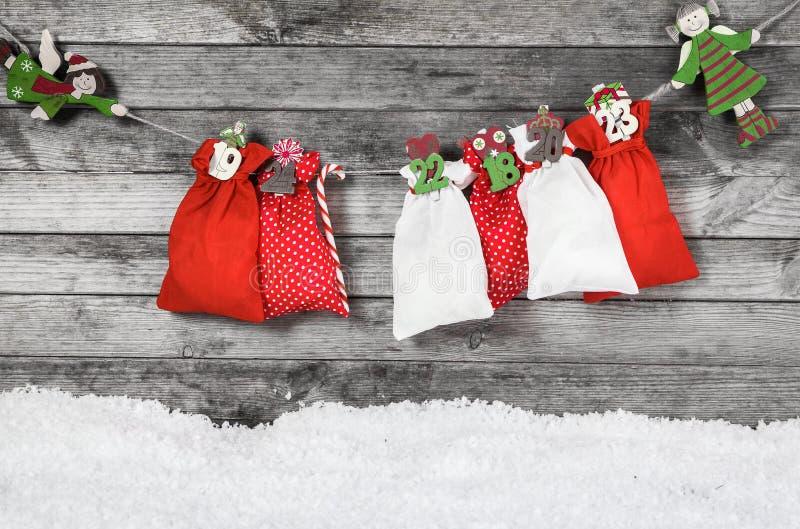Hangende Kerstmisdecoratie op de Muur stock foto