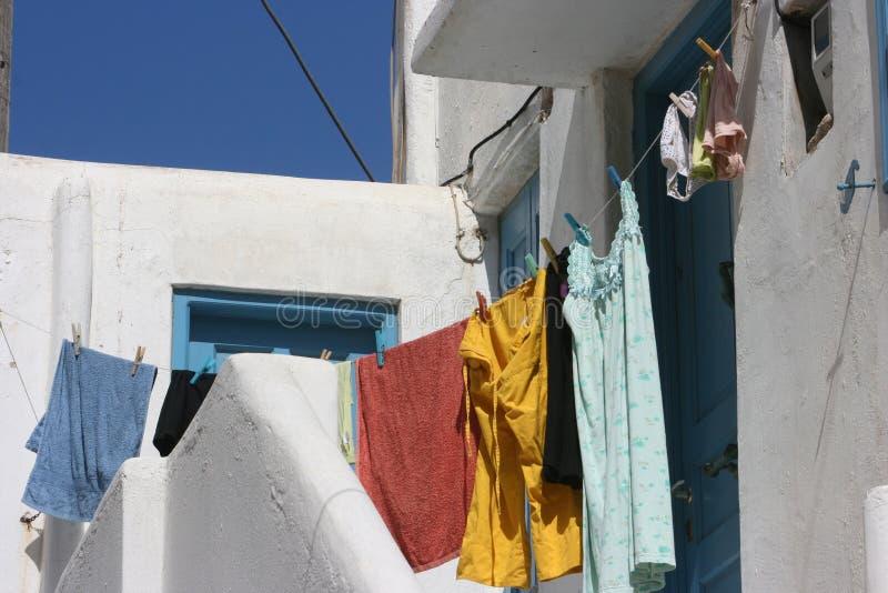 Hangende kleren in lijn stock afbeeldingen