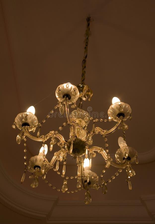 Download Hangende Kristal Barokke Kroonluchter Stock Foto - Afbeelding bestaande uit luim, messing: 39103052