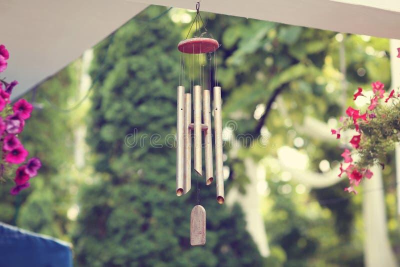 Hangende windklokkengelui stock afbeelding