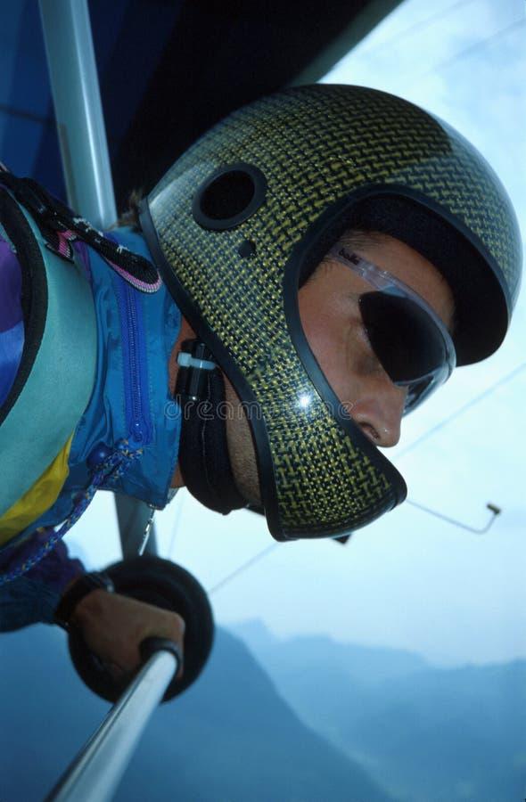 Hangglider z hełmem nad Włoskimi Alps zdjęcie royalty free
